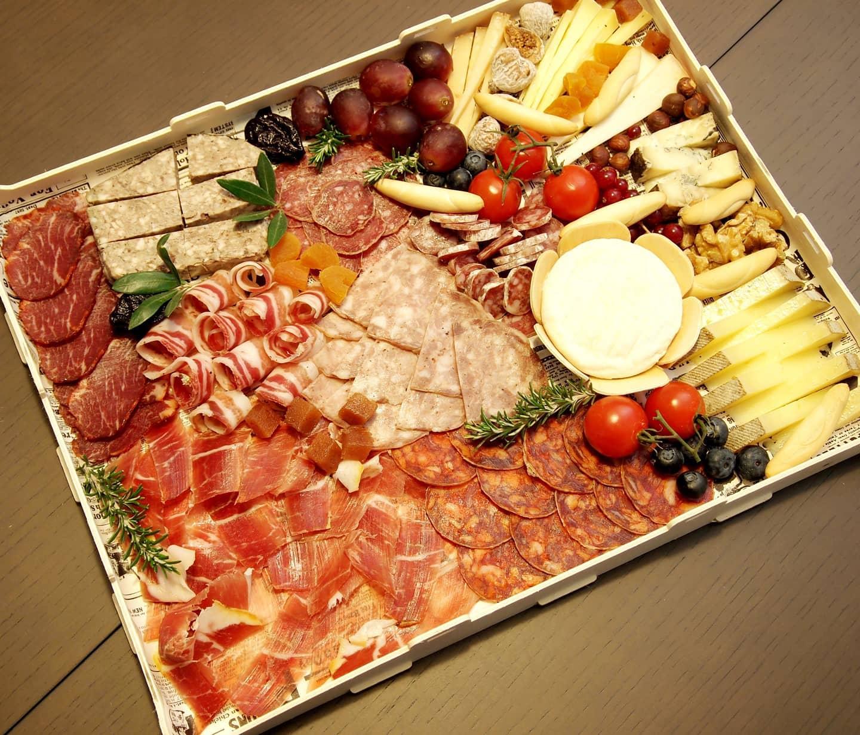 Caja de embutidos y quesos